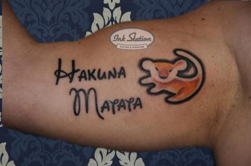Blackandgrey hakuna matata tattoo stuttgart ink station 0711 inked fineline disney walt (138)