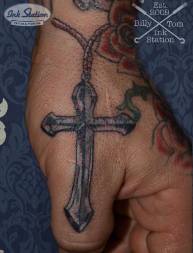 Blackandgrey kreuz tattoo taetowierung 0711 stuttgart finelineinked inkstation inkstationtattoo smalltattoo blackandgrey