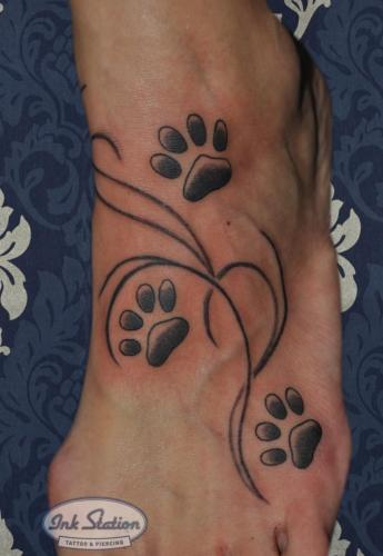 Blackandgrey tattoo stuttgart ink station 0711 inked fineline pfotenabdrücke footprint dog (7)