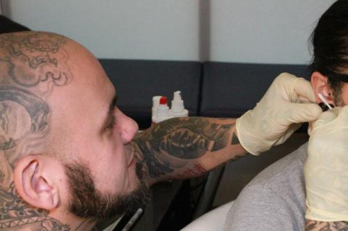 Tom Piercing stuttgart Ink Station Tattoo tattooentfernung Profi 0711. (12)