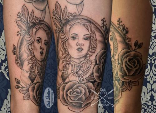 female rosen Blackandgrey tattoo stuttgart ink station 0711 inked fineline (156)