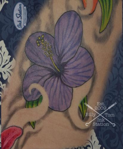 hybiskus realistic colored Tattoo stuttgart taetowierung 0711 fineline inkstation inked  flower blumen  inkstationtattoo