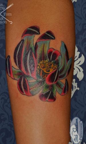 lotus Tattoo stuttgart taetowierung 0711 fineline inkstation inked  flower blumen  inkstationtattoo