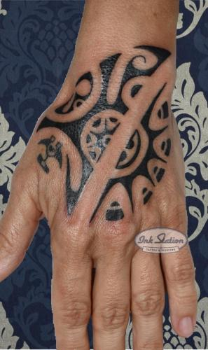moko polinesisch tattoo maori the rock lines blackwork tattoo stuttgart ink station stuttgart taetowierung 0711 inked.jpg (6)