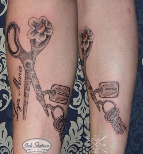 schere scissors vw käfer kinder key schlüssel Tattoo stuttgart taetowierung 0711 fineline inkstation inked