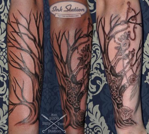 tree baum sleeve blackandgrey blackwork Tattoo stuttgart taetowierung 0711 fineline inkstation inked inkstationtattoo